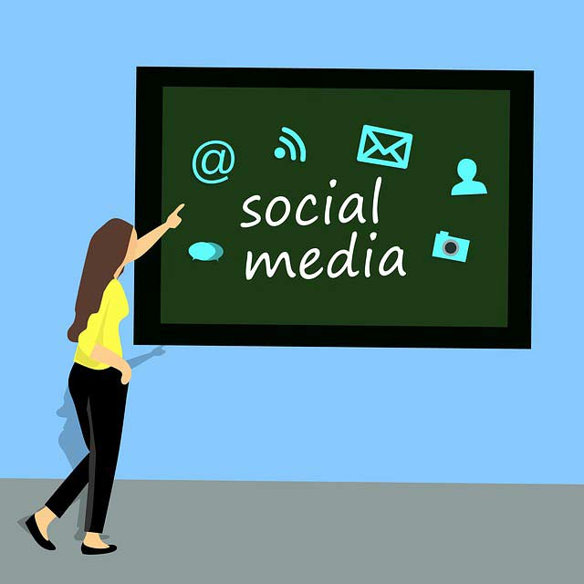 Online-Part-Time-Jobs-for-Students---social-media-manager